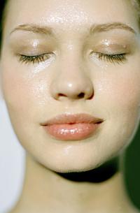 ¿Cómo hidratar mejor la piel deshidratada y sensible?