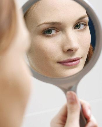 La importancia de la limpieza facial: lo que haces y lo que no
