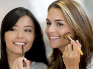 Todos los trucos del maquillaje para pieles con imperfecciones