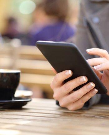 Luz azul: ¿el teléfono o PC están dañando tu piel?