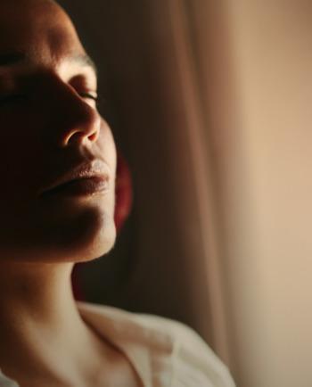 Consejos para combatir la fatiga facial después de un viaje