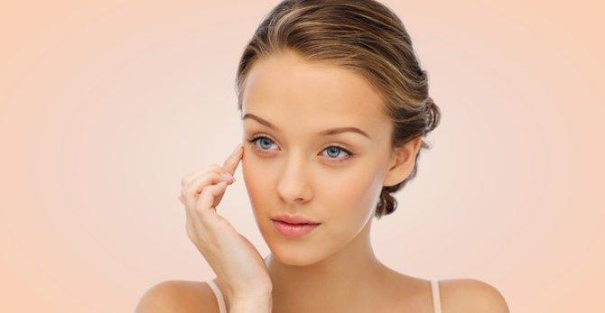Aprende a masajear tu contorno de ojos