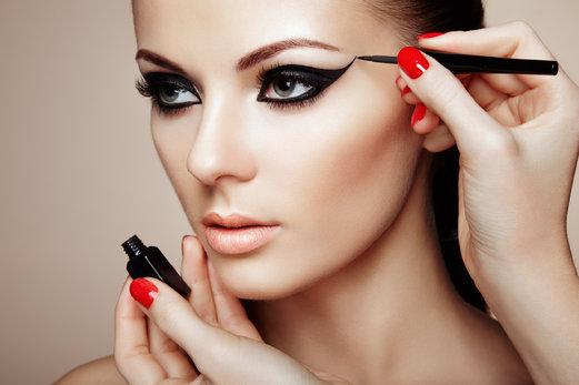 ¿Cómo elegir el delineado perfecto según la forma de tus ojos?