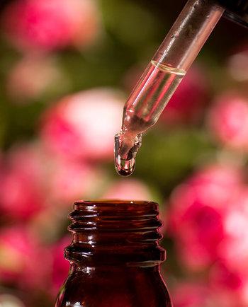¿Qué es el aceite de camelia y cómo puede calmar la piel?